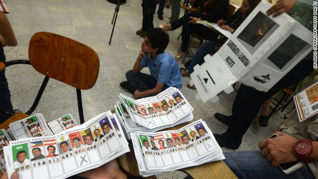 A boy sits on the floor during the vote counting in general elections, in Tegucigalpa on November 24, 2013. Hondurans went to the polls amid tight security Sunday to pick a new president for their Central American nation, the world's deadliest country, where the top presidential contenders are the wife of a deposed president and a supporter of the coup that ousted him.