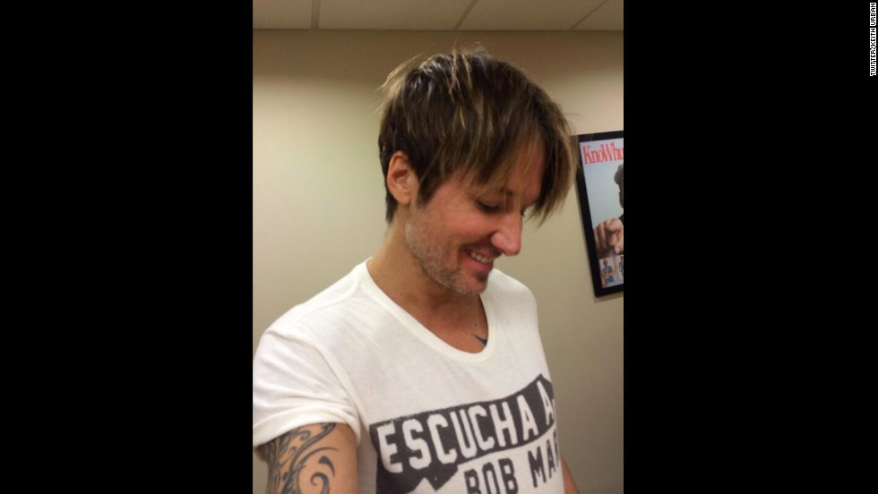 "You thought it was just the ladies chopping off their hair lately? Think again. Normally long-haired country rocker Keith Urban joined in the snip party, debuting a riff on the uber-popular pixie cut <a href=""https://twitter.com/KeithUrban/with_replies"" target=""_blank"">via Twitter</a> on November 26."