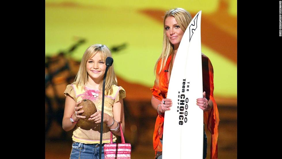 Spears and her younger sister, Jamie Lynn, appear at the Teen Choice Awards in 2002.