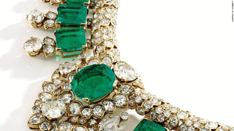 This 18 karat gold, emerald and diamond necklace is from Cartier from 1947. The piece was sold for $1.2 million at the Sotheby's auction.