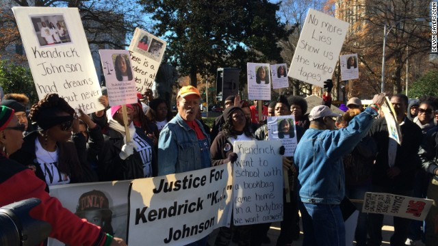Protesters wanting an investigation of Valdosta teen Kendrick Johnson's death gathered at the state Capitol on Wednesday.