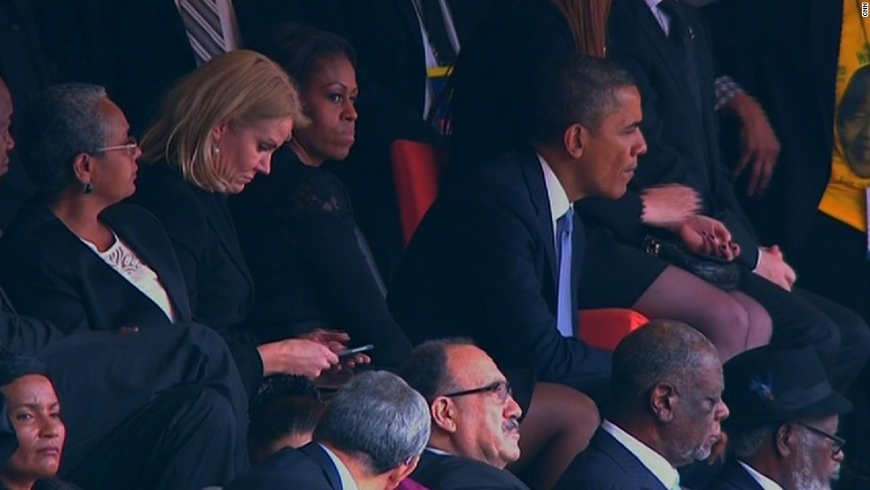Later on for reasons unknown, and it may have been when the president left to give his speech, the Obamas swap places so the First Lady sits between the two leaders.