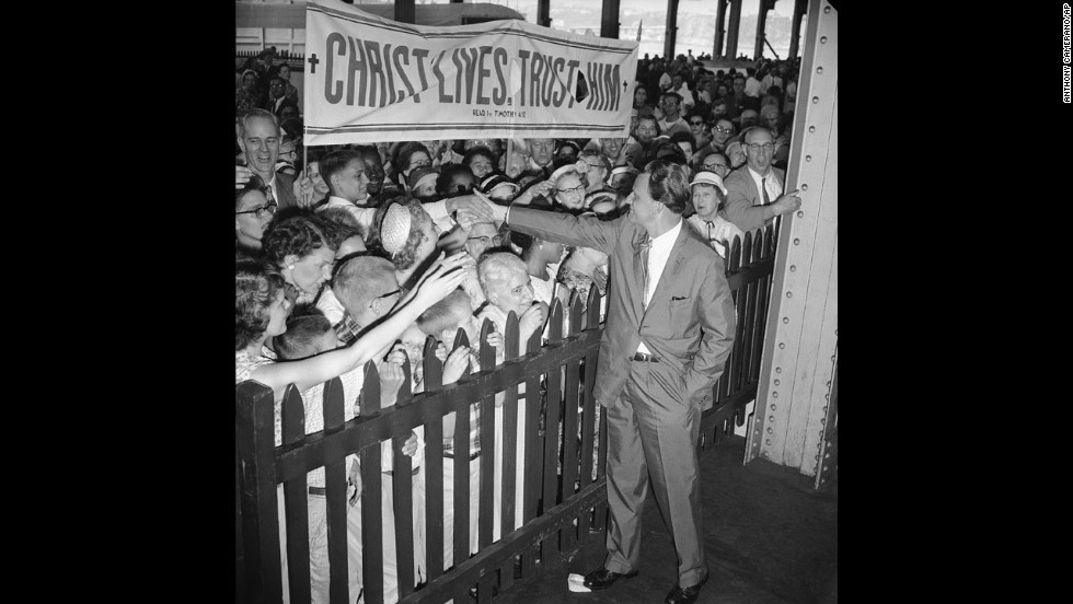 Supporters greet Graham upon his arrival in New York on June 30, 1959. Graham and his wife were returning from a six-month speaking tour, which included stops in Australia and the Soviet Union.