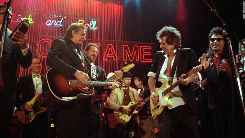 Sid McGinnis, from left, Johnny Cash, Steve Cropper, The Edge, Keith Richards and Little Richard perform at the Rock and Roll Hall of Fame ceremonies in New York on January 16, 1992.