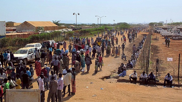 Thousands flee fighting in South Sudan