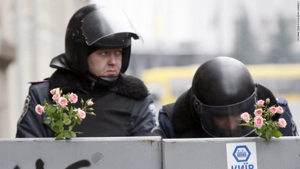 Flowers are stuck on barriers in front of Ukrainian Interior forces guarding Kiev's administrative district on December 17.