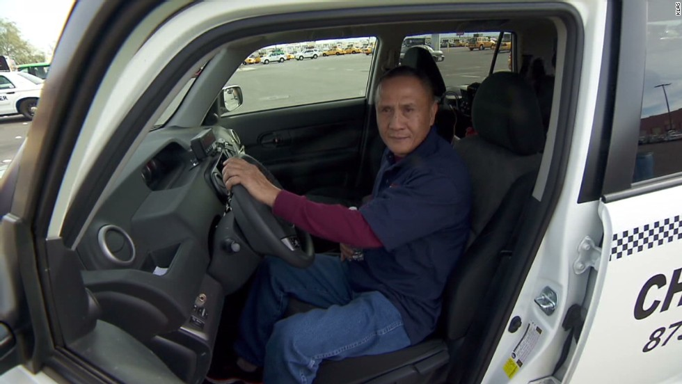 Gambler antes up, gives $10K reward to Vegas cabbie who found his $300K