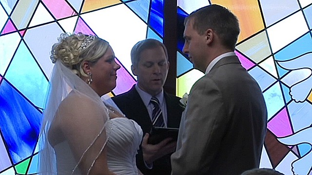 Couple weds in hospital for sick mom