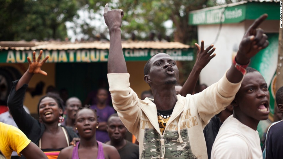 Angry Christians shout at a truck of fleeing Muslims in the Gobongo neighborhood of Bangui on Friday, December 27.
