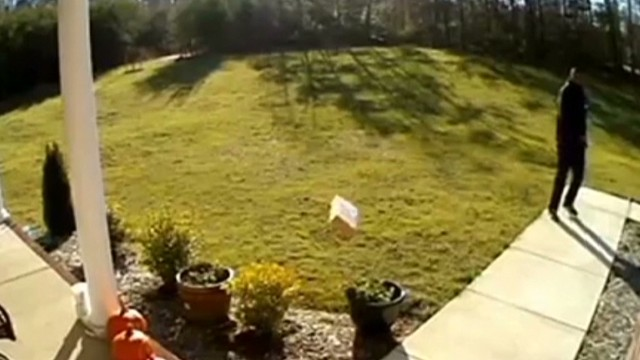 tossing packages caught on camera romans newday _00003107.jpg