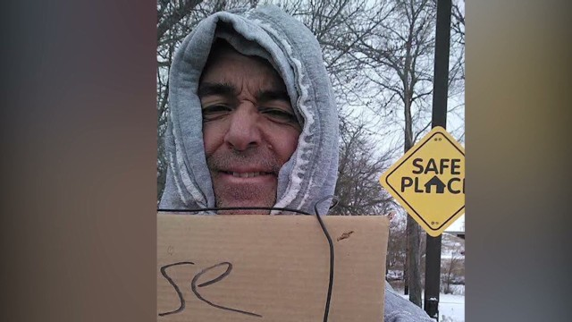 pkg man gives gifts posing as homeless _00005102.jpg