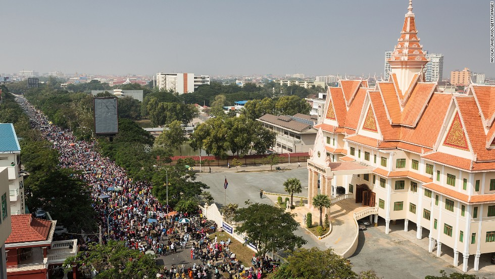 Garment workers protest in front of the Ministry of Labor on December 30, 2013 in Phnom Penh.
