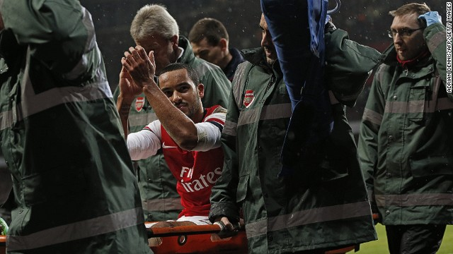 Arsenal's Theo Walcott out with ACL injury