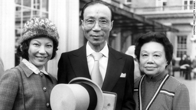 7th March 1978: The King of Kung-Fu film makers, Sir Run Run Shaw, in London with his wife and daughter, after receiving a Knighthood from the Queen. (Photo by Central Press/Getty Images)