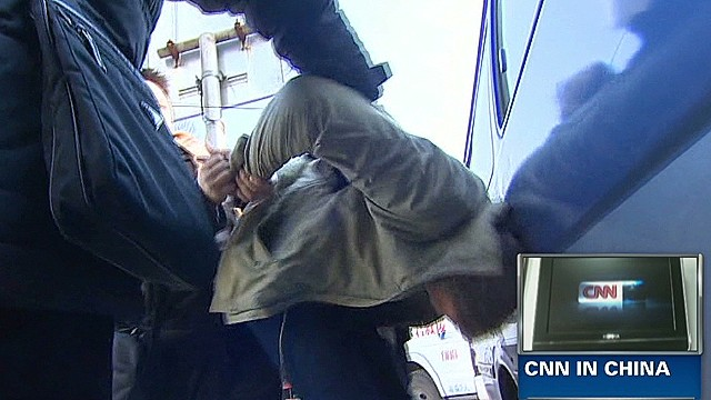 CNN reporter roughed up in China