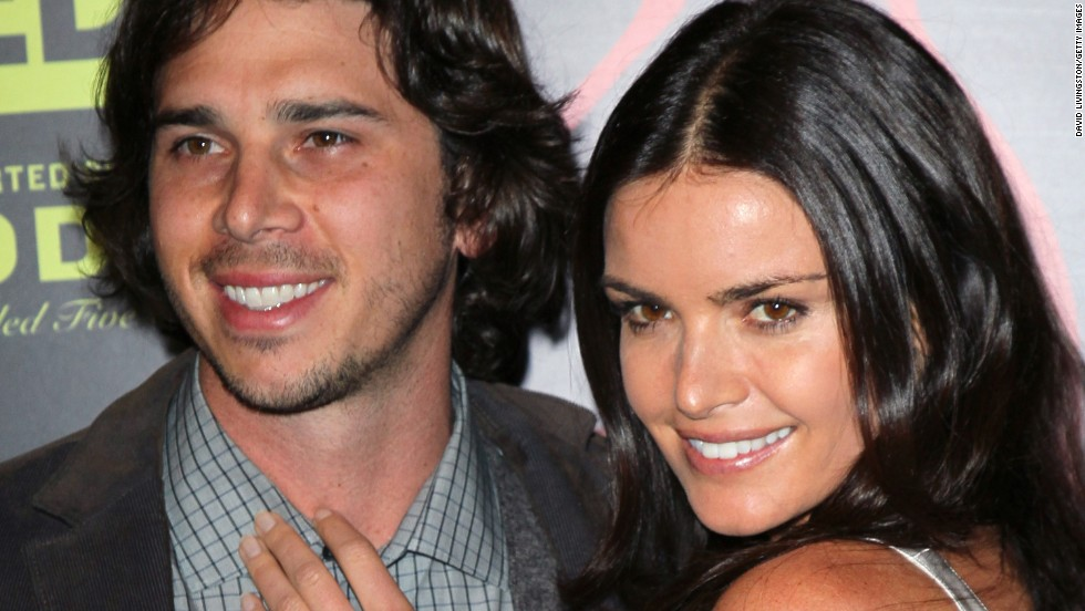 "Ben Flajnik ended up with Courtney Robertson in season 16, in which Robertson was seen as the villain by many fans. The pair split while the show was airing, got engaged after the finale and then split for good in 2012. In 2013 <a href=""http://www.usmagazine.com/celebrity-news/news/ben-flajnik-im-not-dating-kris-jenner-seeing-a-super-great-new-gal-20131010"" target=""_blank"">Flajnik denied rumors </a>that he was dating then recently separated reality show star (and Kardashian clan matriarch) Kris Jenner. Robertson is reportedly forging a career as a model."