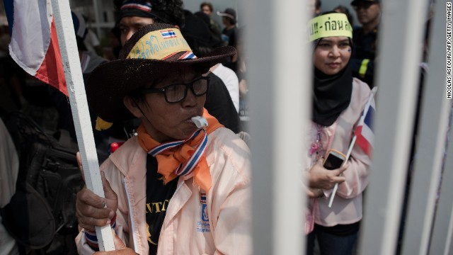 Thai anti-government protesters shut down a polling station at the Srieam Anusorn school in Bangkok on January 26, 2014.