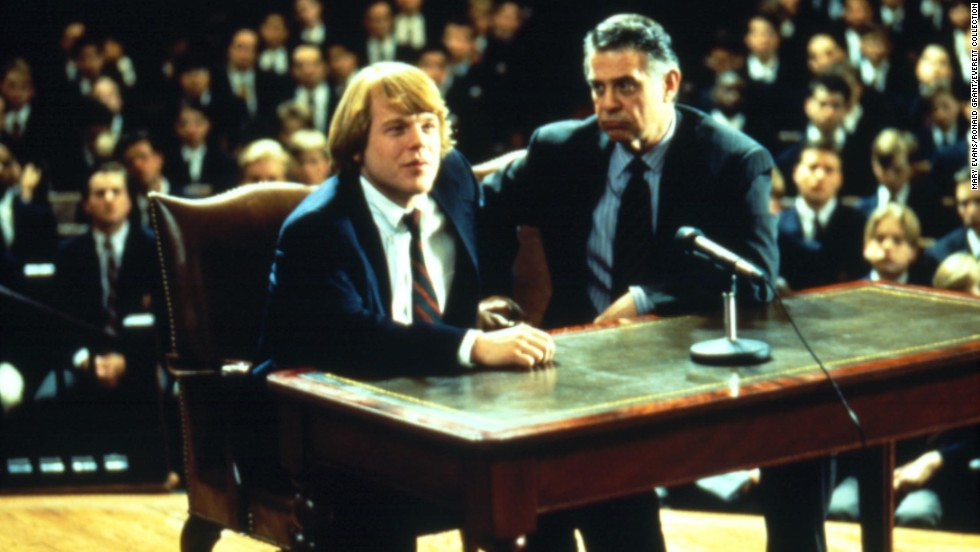 "Hoffman interpreta a George Willis Jr. en ""Scent of a Woman"" (1992)."