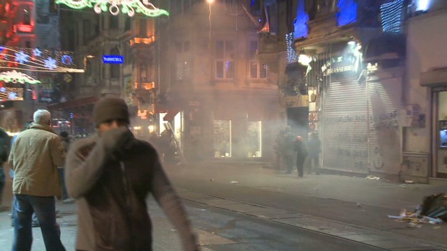 Turkish police break up Internet protest
