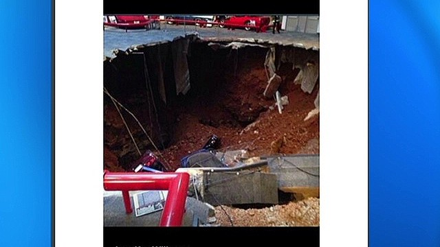 Sinkhole swallows eight Corvettes