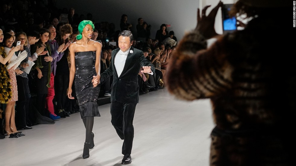 After the last outfit, Zang Toi took his turn down the runway with the green-haired model.