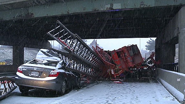 dnt crane on truck derailment crashes into car_00000000.jpg