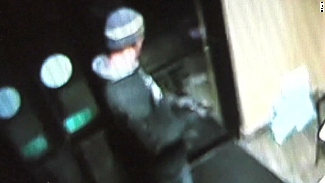 pkg burglar gets stuck in jewelry store_00004226.jpg