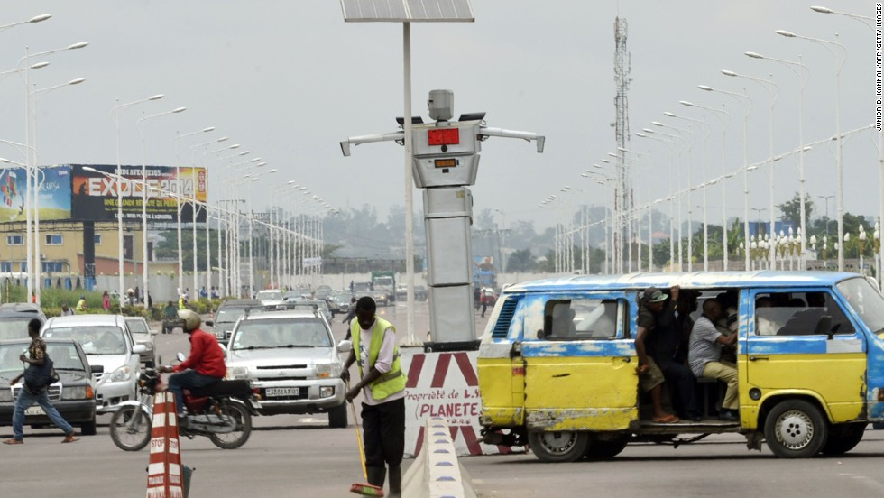 Kinshasa, the capital of the Democratic Republic of Congo, has installed two robots to help bring order in the city's hectic traffic.