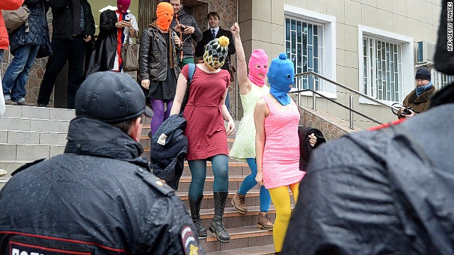 Pussy Riot members detained near Sochi