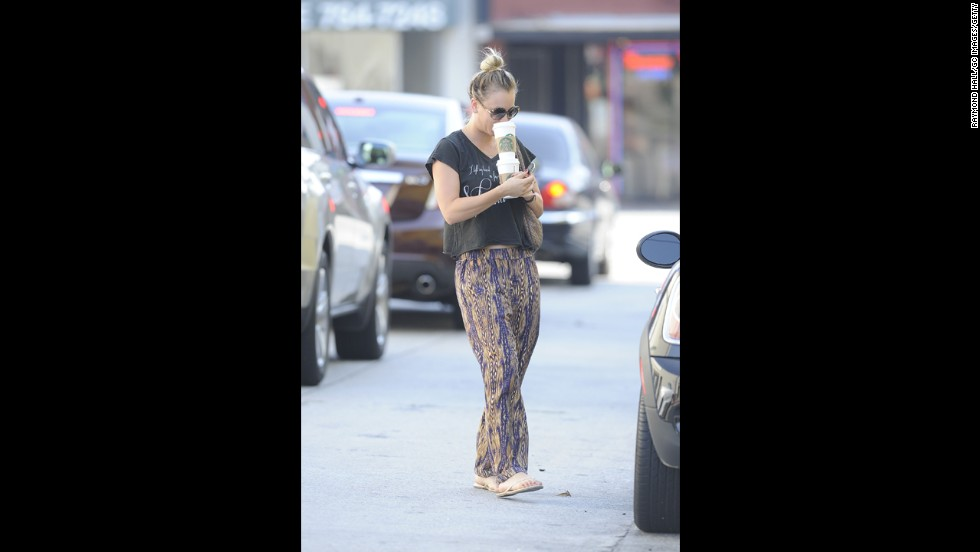 Actress Kaley Cuoco opts for comfy and casual while grabbing Starbucks in Los Angeles.