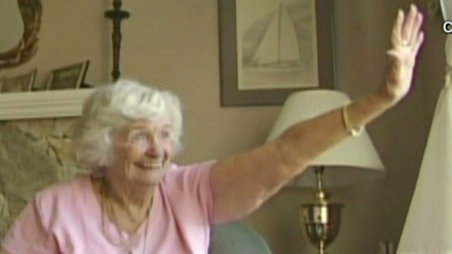 good stuff  woman honored by neighborhood for waving Newday _00000627.jpg