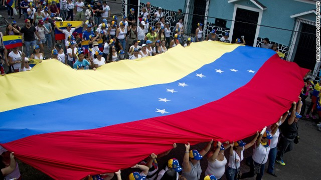 Mothers of Venezuelan anti-government students hold a Venezuelan national flag during a protest against the government of Venezuelan President Nicolas Maduro in San Cristobal, capital of the western border state of Tachira, Venezuela, on February 21, 2014. At least eight people have been killed, 137 wounded and more than 100 detained in the protests shaking Venezuela, officials said Friday, confirming a jump in the death toll.