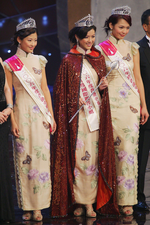 Meet The Designer Behind China S First Lady Peng Liyuan Cnn Style