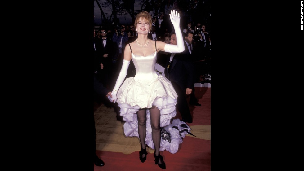 "When we saw Geena Davis arrive at the Oscars in 1992 -- she was nominated for ""Thelma & Louise"" at the time -- we were left with several questions. Where did she leave the front of her dress? Why was there a black-bow motif on her shoes and on the train? Would this unraveling ruffle of confusion have been any better if she just didn't wear the black tights?"