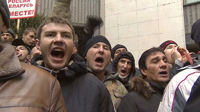 Tensions rise over Crimean peninsula