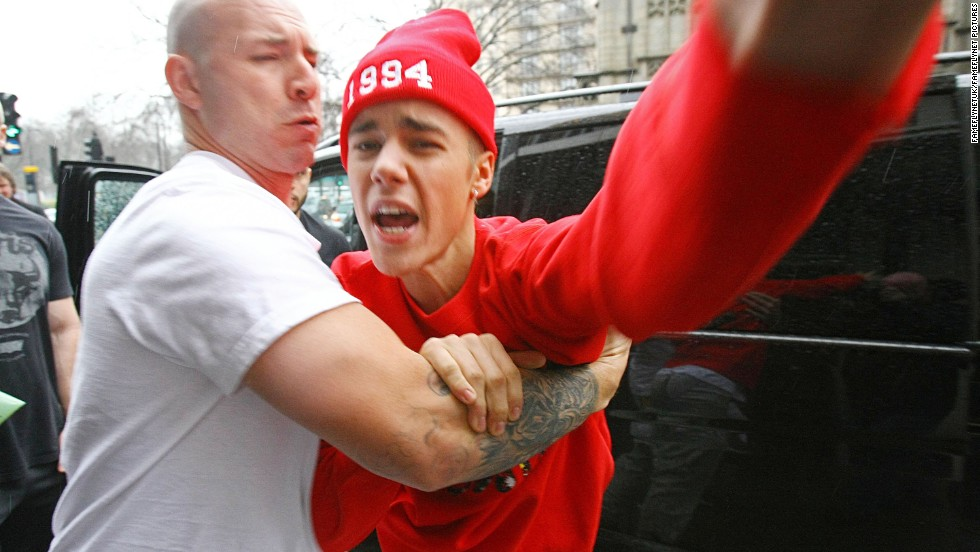 <strong>7. Fought with paparazzi: </strong>If you don't get into a fight with a photographer, are you really a celebrity? Bieber's breaking moment came in March 2013 when, after having a bad 19th birthday and frustrating week of performances in London, he threatened paparazzi haranguing him.