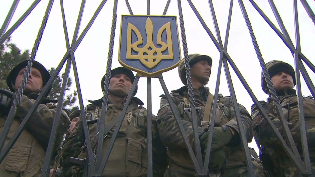 Standoff at Ukraine base in Crimea
