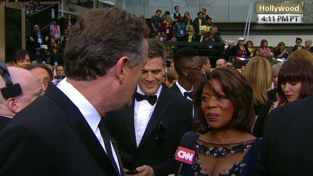 pmt alfre woodard piers morgan red carpet _00012610.jpg