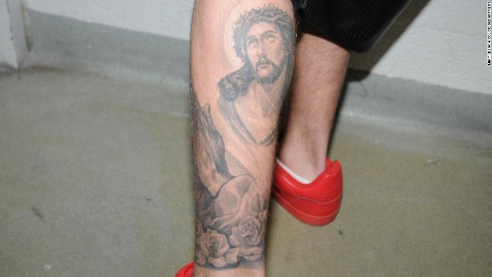 Bieber has drawings of Jesus and praying hands on his calf.