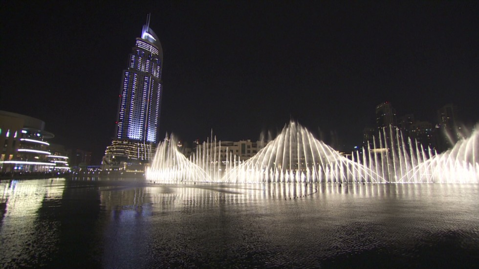 Dubai Mall's famous fountain show - CNN Video
