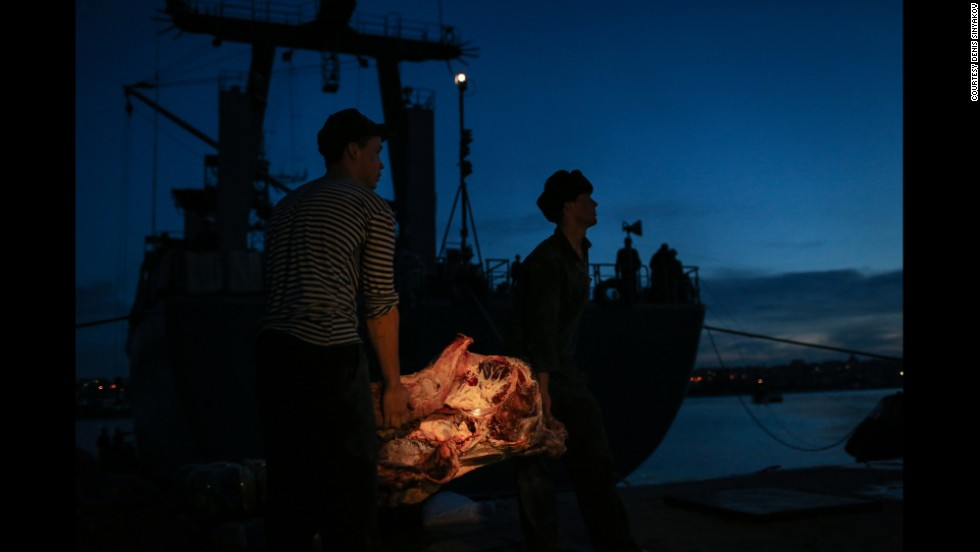 Ukrainian sailors carry meat to their vessel in the Sevastopol harbor on March 5.