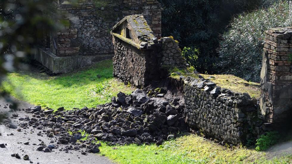 Ancient ruins in Pompeii face ruin again - CNN Video