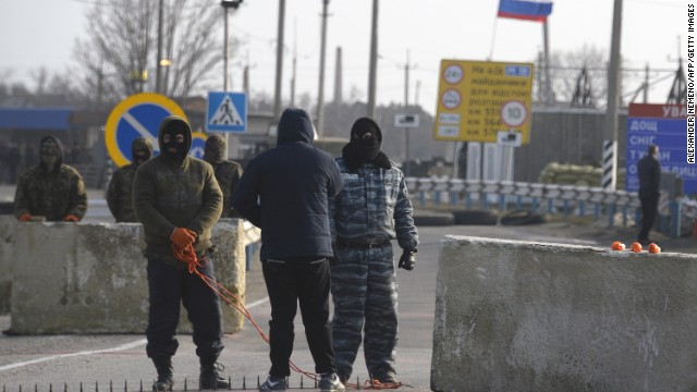 Pro-Russian servicemen man their position at the Chongar check point blocking the entrance to Crimea on March 7, 2014. Two buses carrying OSCE observers trying to enter Crimea turned back Friday after being blocked by armed men at a checkpoint, an AFP reporter said.