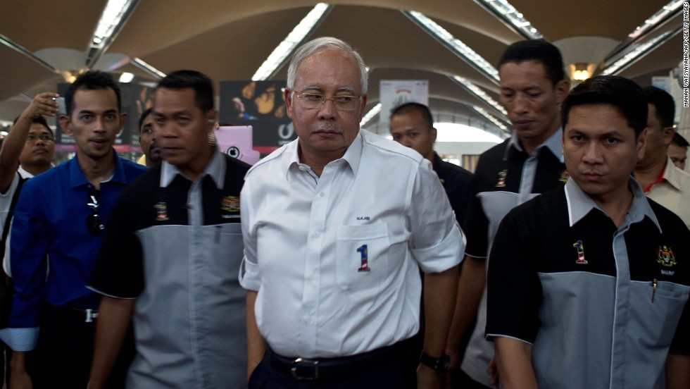 Malaysian Prime Minister Najib Razak, center, arrives to meet family members of missing passengers at the reception center at Kuala Lumpur International Airport on March 8, 2014.