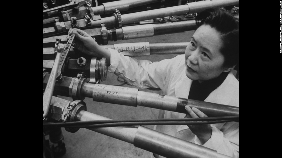 "Chinese-American physicist Chien-Shiung Wu (1912-1997) focused her research predominantly on the techniques of experimental physics and radioactivity. Her nicknames included the ""First Lady of Physics,"" ""Chinese Marie Curie"" 和 ""Madame Wu.&报价;"