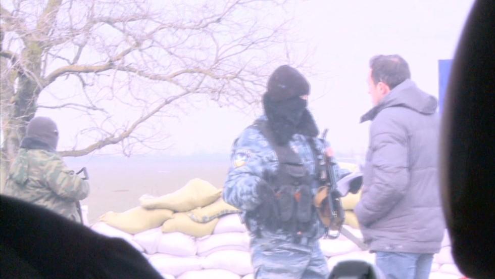 Russian, Ukrainian troops dig in - CNN Video