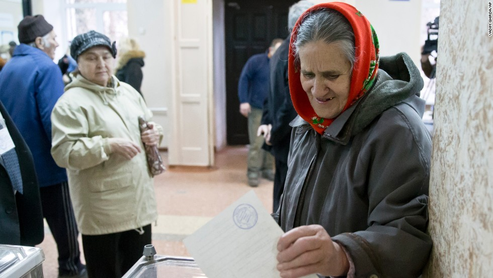 A woman casts her ballot in the Crimean referendum in Simferopol.