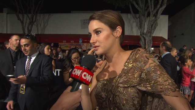 Stars thrill  at  'Divergent' premiere