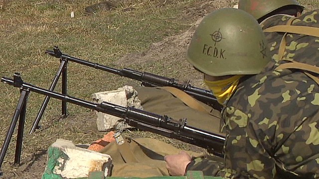 Ukraine volunteers train to fight