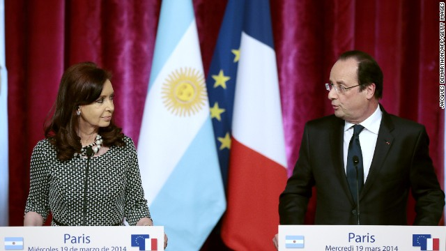 French President Francois Holllande (R) gives a joint press conference with Argentinian President Cristina Kirchner (L) at the presidential Elysee Palace in Paris on March 19, 2014. AFP PHOTO/JACQUES DEMARTHON (Photo credit should read JACQUES DEMARTHON/AFP/Getty Images)
